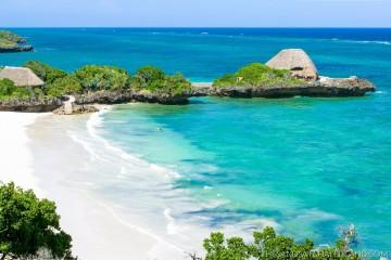 weißer Strand und türkisfarbener Ozean im Hotel The Sands at Chale Island