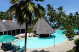 Poolbar und Blick zum Meer im Travellers Club Hotel