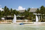 Blick vom Meer zur Anlage des Voyager Beach Resorts