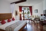 modern eingerichtete große Zimmer im Amani Tiwi Beach Hotel