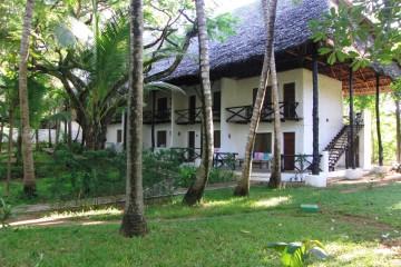 Blick zu den Zimmer in der Baobab Sea Lodge