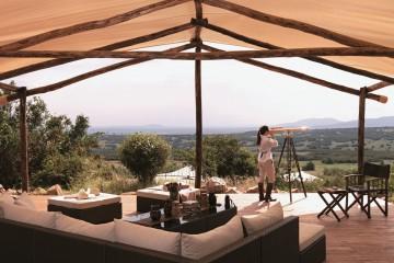 Terrasse mit Blick über die Mara im Mara Bushtops Camp