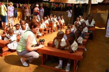 Pateneltern besuchen die Schüler der Patenschule