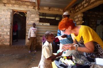 Frau Marina Schmidt besucht das Schulprojekt des Reisekontor Schmidt