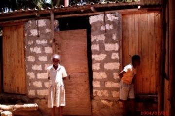 Neue Toilettentüren der Barsam Junior School