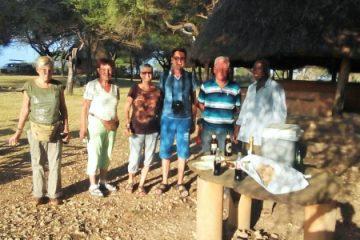 Reisegruppe in Kenia, Gäste gruessen aus Kenia, Abendprogramm