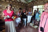 Bananen-und-Milch-für-die-Kinder-soziales-Hilfsprojekt-Reisekontor-Schmidt-Kenia