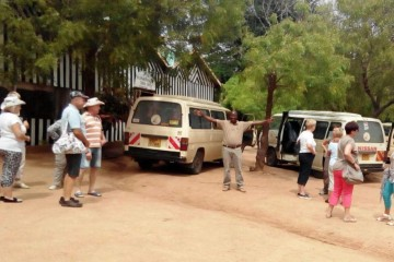 November Reisegruppe auf Safari