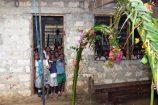 Schulbesuch-im-Dauerregen-Reisekontor-Schmidt-Schulprojekt-soziale Hilfe