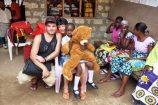 Teddybären-Spende-fuer-Schulkinder-in-Kenia-Hilfsprojekt-Reisekontor-Schmidt
