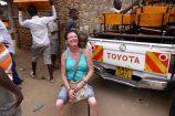 Glückliche-Pateneltern-mit-glücklichen-Patenkindern-Hilfsprojekt-Kenia