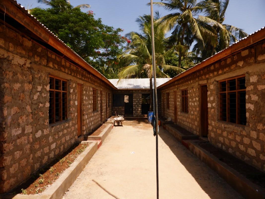 Hilfsprojekt-Kenia-Weiterbau-der-Schule-Hilfe-zur-Selbsthilfe-Soziales-Projekt