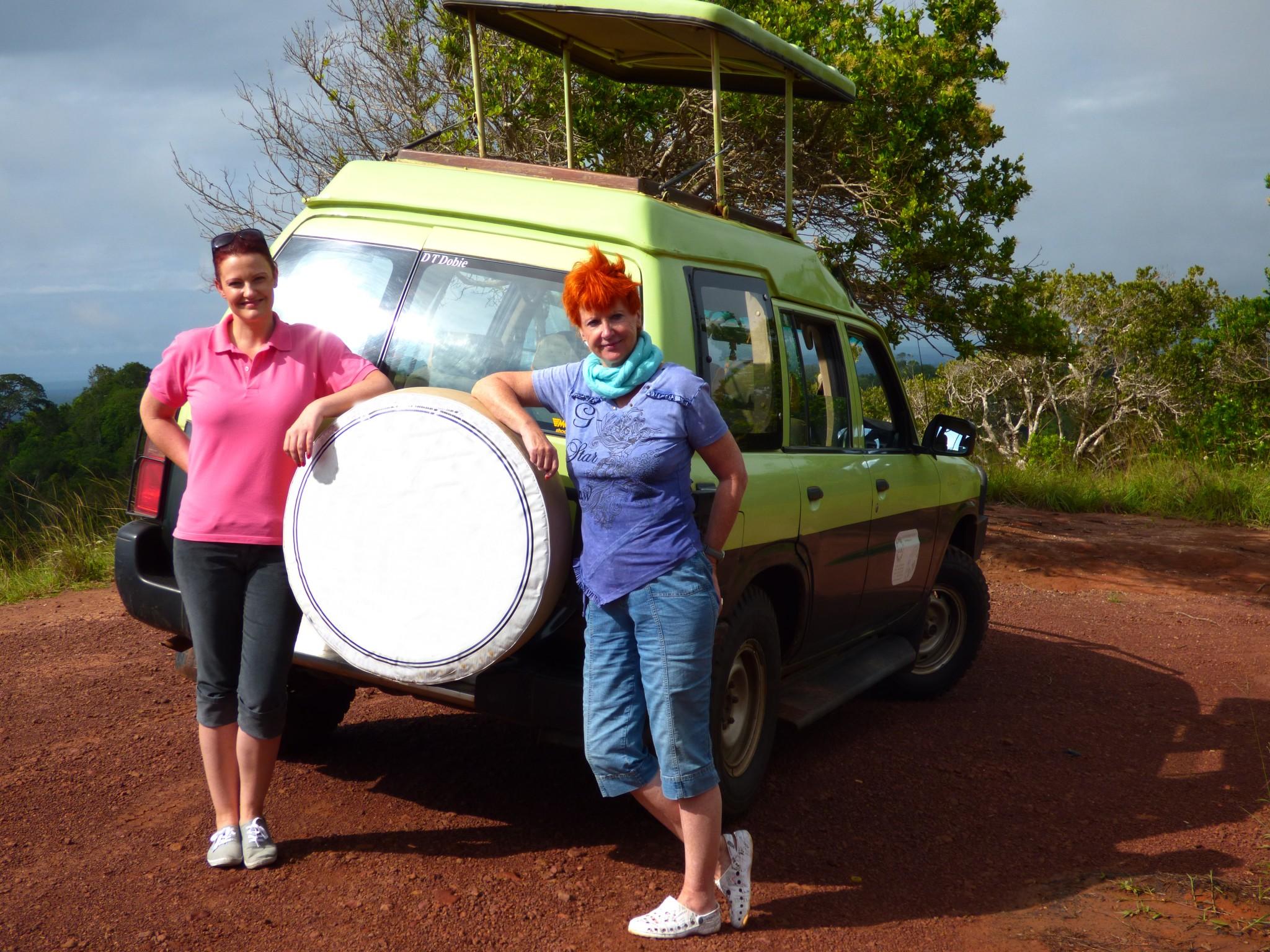Marina und Judith Schmidt auf Safari in Kenia