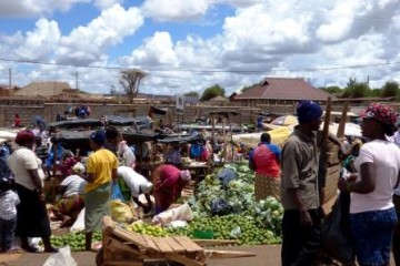 Ein Markt in Kenia - Neu Verbot von Plastiktüten