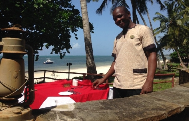 Severin Sea Lodge Bamburi Strand - Bester Kellner Kenias