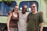 begeisterte-Kenia-Gäste-nach-einer-erfolgreichen-Safari-Bild mit-Safaridriver
