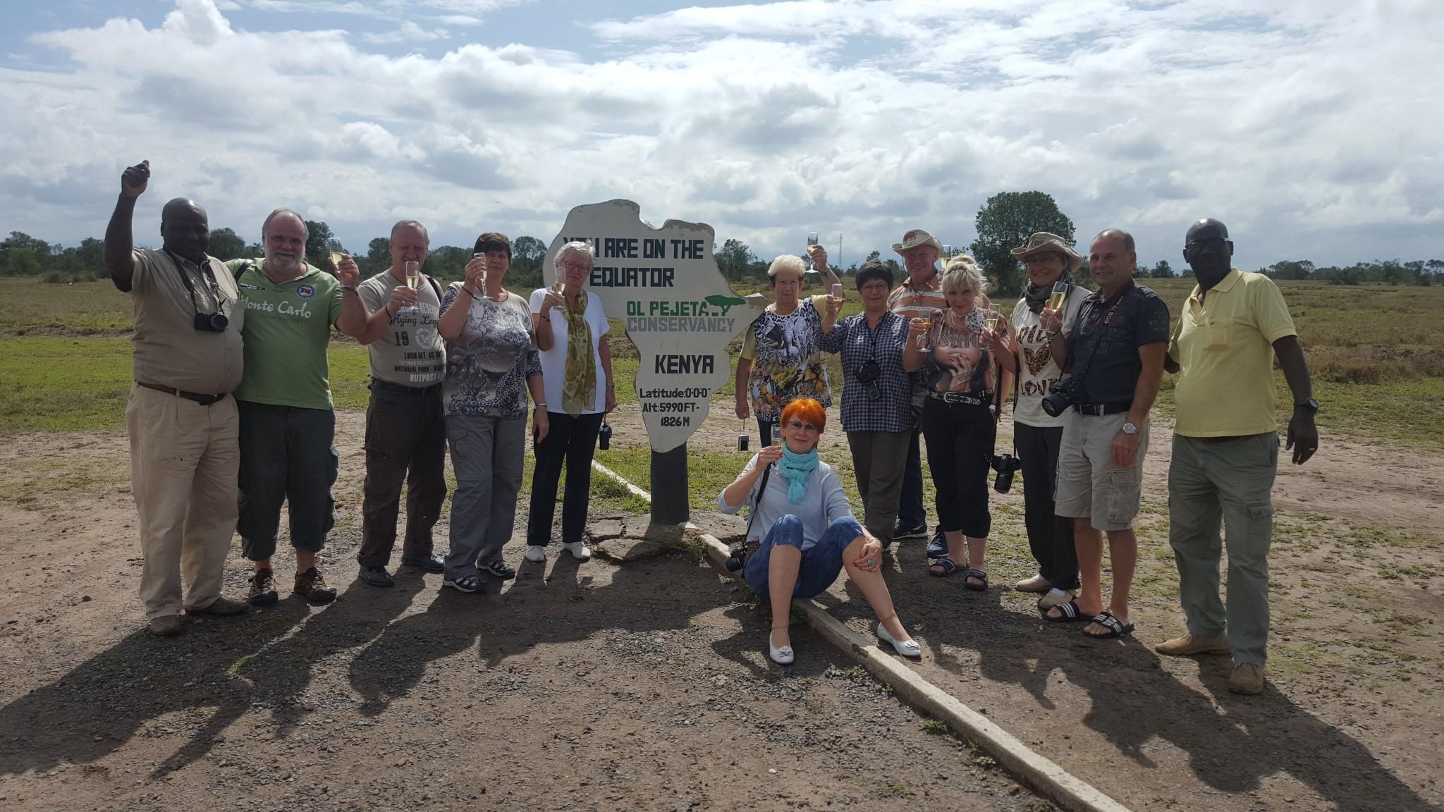 Reisegruppe Keniaspezialist Reisekontor Schmidt am Äquator in Kenia auf Kenia Safari Tour
