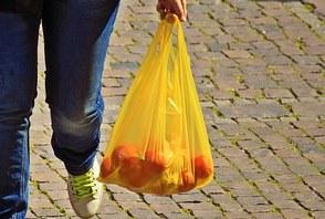 Einführung des Verbotes von Plastiktüten in Tansania