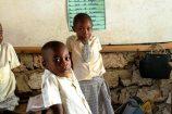Keniaurlaub Patenschule Kenia in einem Klassenraum