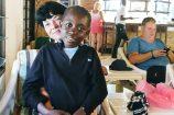 Mercy zu Besuch bei ihren Pateneltern im Hotel Bahari Beach Club