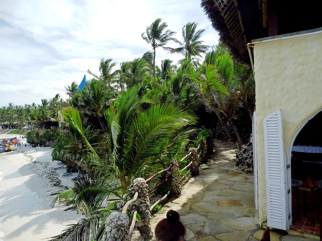 Kenia Urlaub im Partnerhotel von KeniaSpezialist keniaurlaub.de Reisekontor Schmidt Leipzig, dem Hotel Bahari Beach Club am Nyali Beach