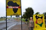 am Äquator während einer Keniareise mit mit KeniaSpezialist Keniaurlaub.de Reisekontor Schmidt Leipzig