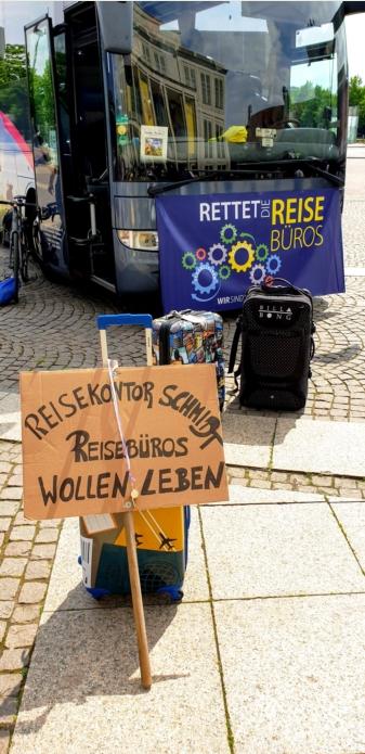 Demonstration zur Rettung der Reisebüros in der Coronakrise in Leipzig - mit dabei: KeniaSpezialist keniaurlaub.de Reisekontor Schmidt Leipzig