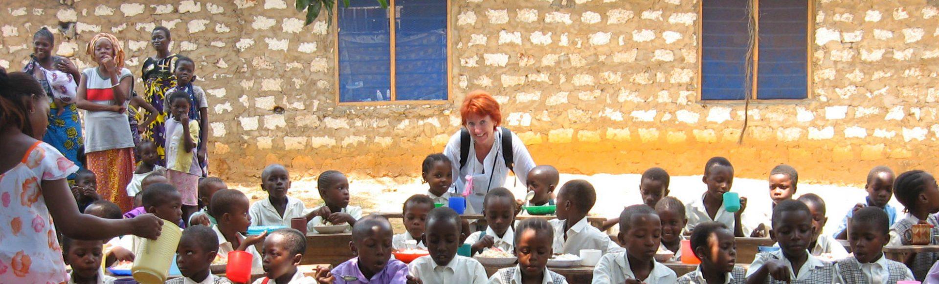 Marina Schmidt in der Patenschule des Reisekontor Schmidt in Kenia